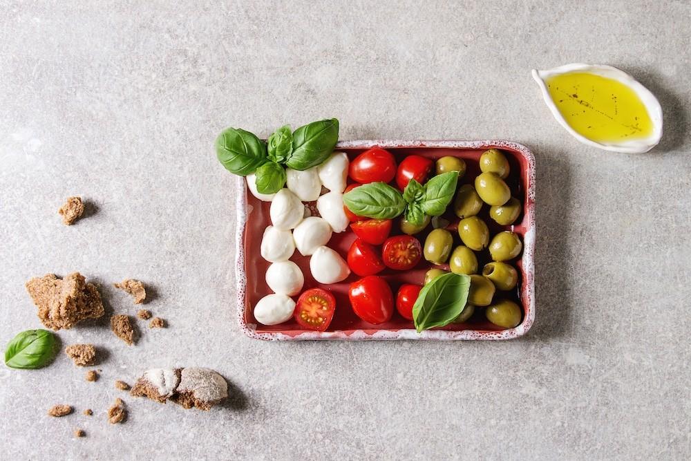 Mozzarella, cherry tomatoes, olives antipasto